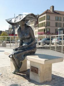 Lili on the docks, the sculptor András Lapis