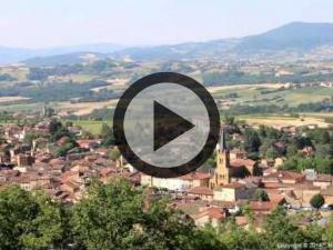 Short film about the village of Bois-d'Oingt, commune of the Pierres Dorées in Beaujolais - Discover the attractions of the village: cultural vitality, sports, commercial, viticulture, discovery of heritage, leisure, festivals... Short film directed by Gérard Gabert