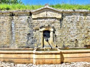 The great fountain-reservoir, at the top of the village (© J.E)