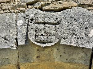 Key of lintel dated 1553, on the porch of the House of Lords (© J.E)