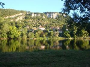 The beach, the Dordogne, the village of Mezels