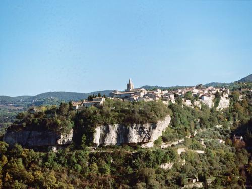 Venasque - Tourism, holidays & weekends guide in the Vaucluse