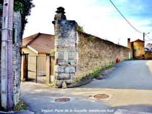 Gate South medieval wall ( © Jean Espirat )