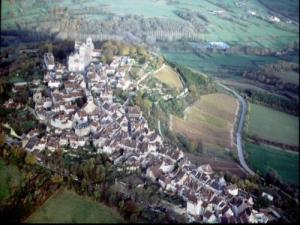 Vézelay from the air (© House Visitor)