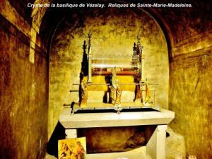 Relics of St. Mary Magdalene, in the crypt (© JE)