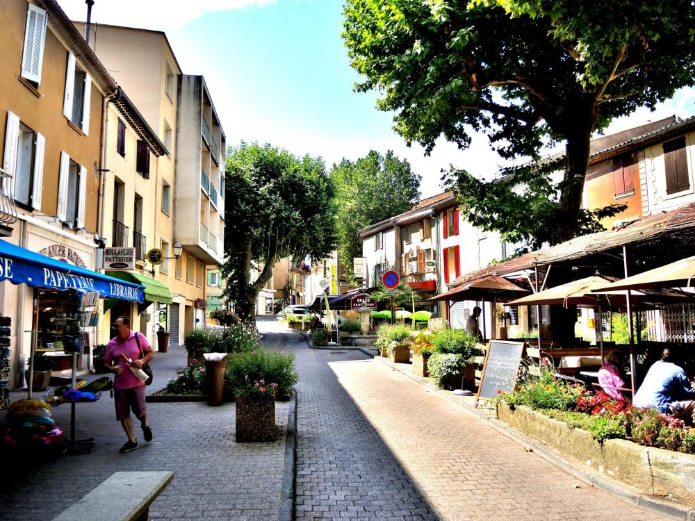Photos vinon sur verdon tourisme vacances week end for Piscine vinon sur verdon