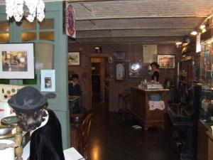 Museum of Arts and Popular Traditions: pub (or cafe bistro)