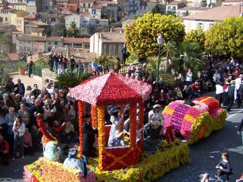 Grand Mimosa Procession - Event in Bormes-les-Mimosas