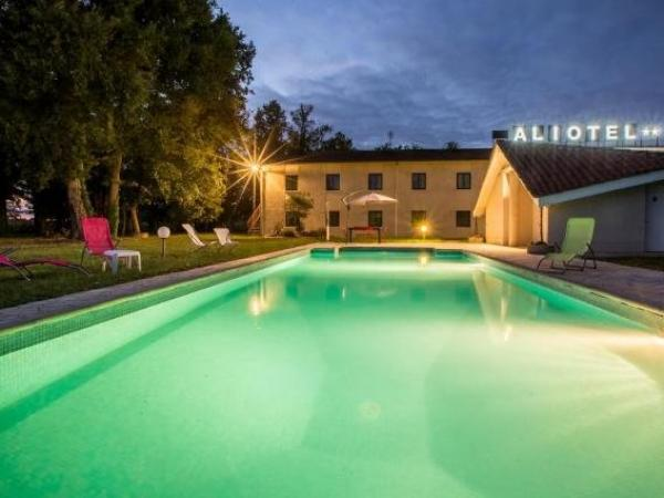 Aliotel - Holiday & weekend hotel in Cazères-sur-l'Adour