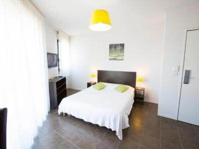 All suites appart h tel pau h tel pau for Appart hotel pau
