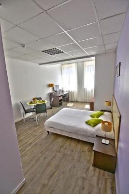 appart 39 h tel m con le cours moreau h tel m con. Black Bedroom Furniture Sets. Home Design Ideas