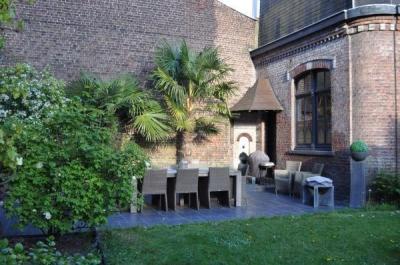 Au c ur du jardin hotel in lille for Au jardin guesthouse