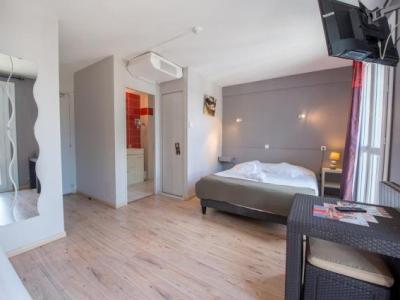 auberge du lion d 39 or h tel marmande. Black Bedroom Furniture Sets. Home Design Ideas