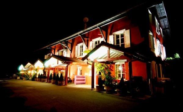 Lauberge De Maison Rouge Hotel Vakantie Weekend In Vetraz Monthoux