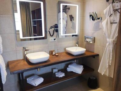 aux terrasses hotel in tournus. Black Bedroom Furniture Sets. Home Design Ideas
