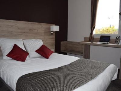 brit hotel saumur h tel distr. Black Bedroom Furniture Sets. Home Design Ideas