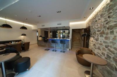 central hotel h tel n mes. Black Bedroom Furniture Sets. Home Design Ideas
