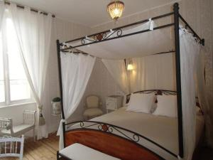 H tel de la providence h tel gliseneuve d 39 entraigues for Tarif chambre double hopital