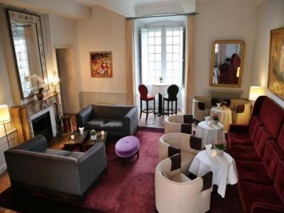 ch teau de mercu s h tel mercu s. Black Bedroom Furniture Sets. Home Design Ideas