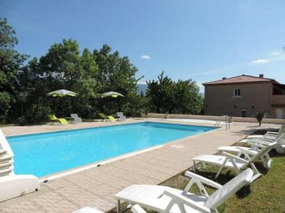Le chatelet h tel saint paul de fenouillet for Piscine a chatelet