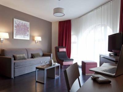 city lofthotel saint etienne h tel saint tienne. Black Bedroom Furniture Sets. Home Design Ideas