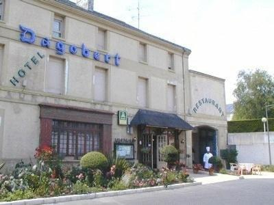 Le Dagobert - Holiday & weekend hotel in Doué-en-Anjou