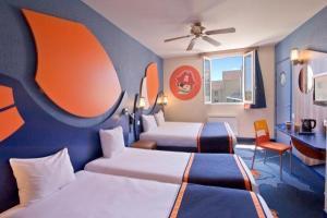 Camere Disneyland Hotel : Explorers hotel at disneyland paris hotel in magny le hongre