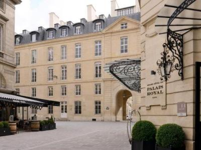 metro station palais royal mus e du louvre verkehrsmittel in paris. Black Bedroom Furniture Sets. Home Design Ideas