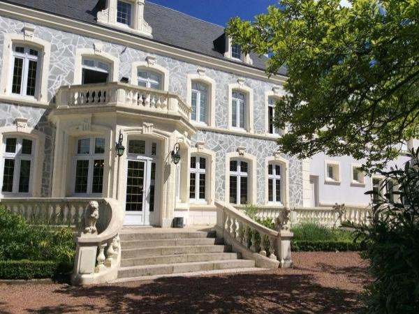 Hostellerie De Le Wast - Château Des Tourelles - Holiday & weekend hotel in Le Wast