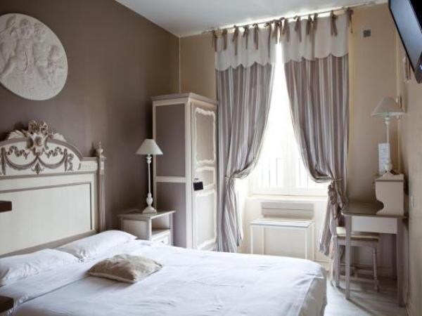 hotel abat jour hotel in nantes. Black Bedroom Furniture Sets. Home Design Ideas