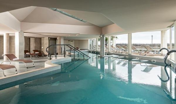 H tel les bains de camargue by thalazur hotel in le grau for Hotels grau du roi
