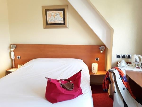 hotel le chat botte h tel valenciennes. Black Bedroom Furniture Sets. Home Design Ideas