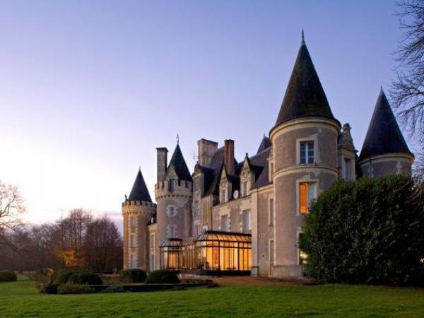 Hôtel Chateau Golf des Sept Tours by Popinns - Holiday & weekend hotel in Courcelles-de-Touraine