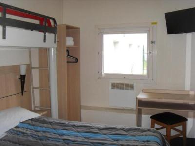h tel class 39 eco h tel vry. Black Bedroom Furniture Sets. Home Design Ideas