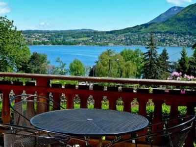 Le brise glace salle de spectacle annecy for Hotel piscine annecy