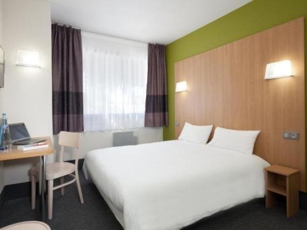 b b h tel n mes ville active hotel en n mes. Black Bedroom Furniture Sets. Home Design Ideas