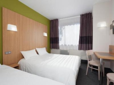 b b h tel n mes ville active hotel in n mes. Black Bedroom Furniture Sets. Home Design Ideas