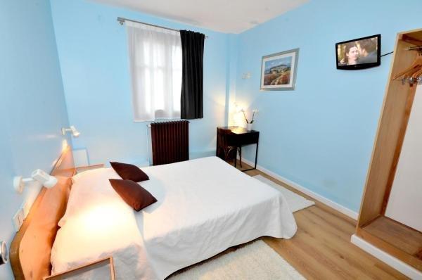 h tel de l 39 ours h tel coulommiers. Black Bedroom Furniture Sets. Home Design Ideas