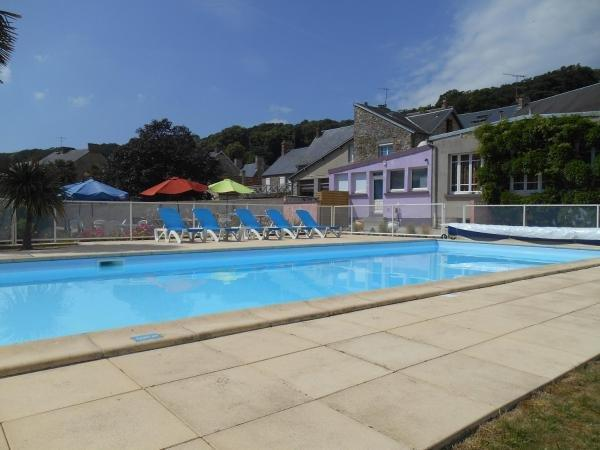 Hotel Restaurant Des Bains - Holiday & weekend hotel in Saint-Jean-le-Thomas