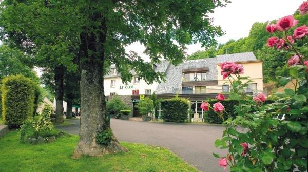 Hotel Restaurant Le Clos - Holiday & weekend hotel in Besse-et-Saint-Anastaise