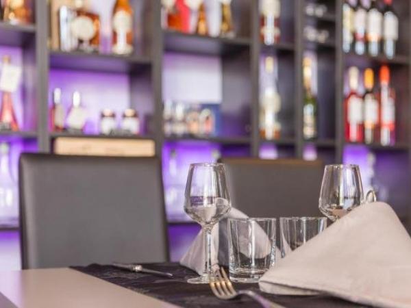 H tel restaurant de l 39 ecu h tel jonzac for Hotels jonzac