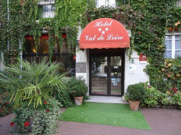 Hotel Val De Loire - Holiday & weekend hotel in Azay-le-Rideau