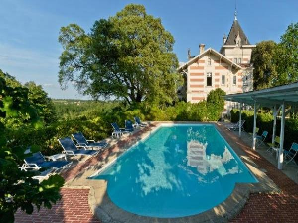 Hôtel L\'Yeuse - Chateaux et Hotels Collection - Hotel in Châteaubernard