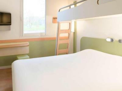 ibis budget lons le saunier h tel lons le saunier. Black Bedroom Furniture Sets. Home Design Ideas