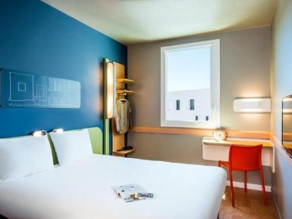 ibis budget saint quentin yvelines v lodrome h tel montigny le bretonneux. Black Bedroom Furniture Sets. Home Design Ideas