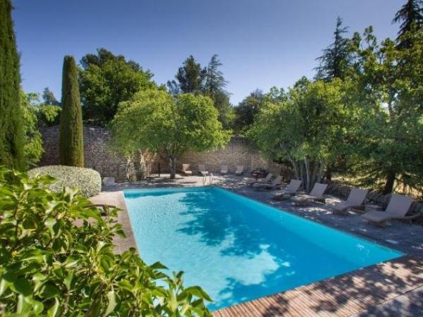 Holiday Weekend Hotel In Gordes