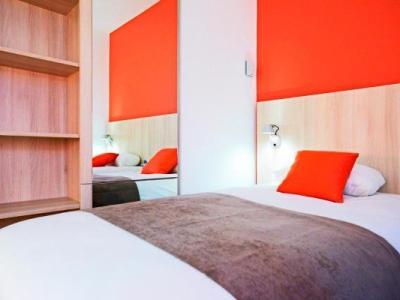 kyriad douai hotel a dechy. Black Bedroom Furniture Sets. Home Design Ideas