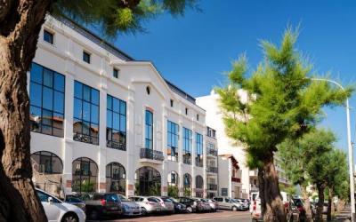 Lagrange vacances les patios eug nie h tel biarritz for Biarritz appart hotel