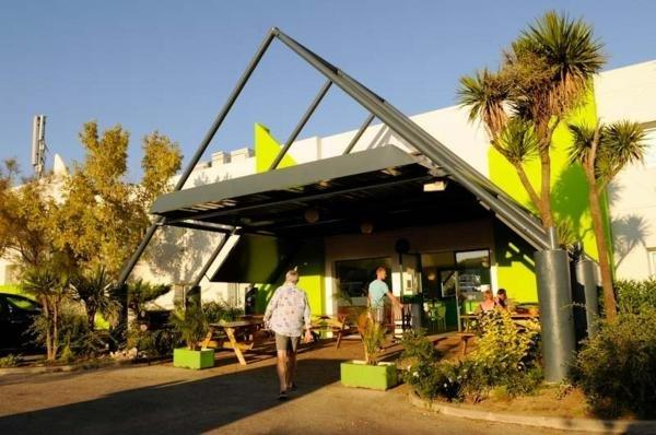 Lemon Hotel - Holiday & weekend hotel in Le Coteau