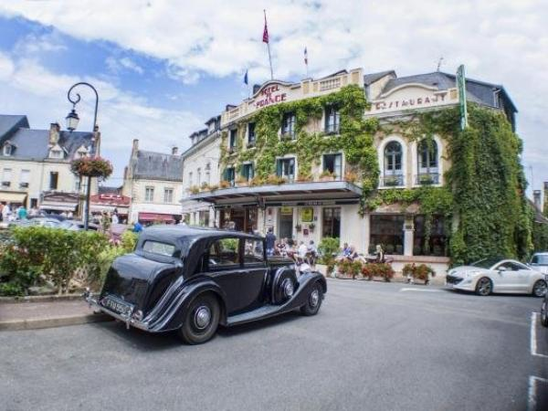 Logis Hotel De France - Holiday & weekend hotel in La Chartre-sur-le-Loir